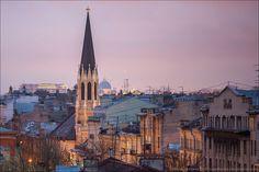 Eglise Luthérienne Saint Michel - 18 Perspective Moyenne - Saint Petersbourg - Projet initial en 1872 par l'architecte . Robert Bergman et construction de 1874 à 1877 par l'architecte Karl Karlovich Bulmering pour le projet final.
