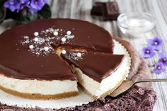Cheesecake al cocco e cioccolato senza cottura Pumpkin Cheesecake, Cheesecake Recipes, Apple Recipes, Sweet Recipes, Coconut Deserts, Nutella, Cherry Topping, No Bake Snacks, Best Cheese