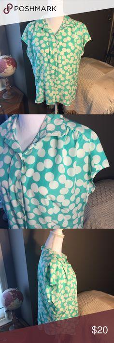 Van Heusen Blue White Polka Dot Button Down M ☀️ Excellent condition! Teal turquoise Van Heusen Tops Button Down Shirts