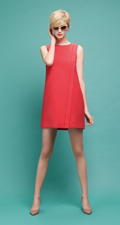 You can't go wrong with a simple (but bold) red shift dress for summer! Simple Dresses, Cute Dresses, Beautiful Dresses, Casual Dresses, Short Dresses, Casual Outfits, Fashion Dresses, Look Retro, Mode Inspiration