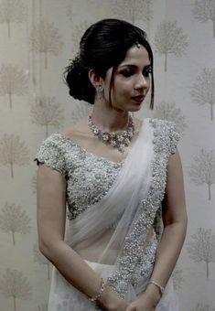 White Saree Wedding, Christian Wedding Sarees, Christian Bride, Desi Wedding Dresses, White Bridal, Bridal Dresses, Wedding Gowns, Christian Weddings, Kerala Engagement Dress