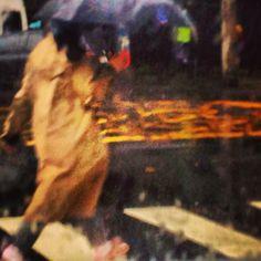 Impressões. Na chuva no Leblon. Rio de Janeiro. Foto By Fernanda Vasconcelos