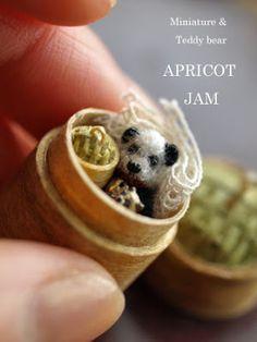 paradis express: Apricot Jam Small Teddy Bears, Teddy Bear Toys, Cute Little Things, Mini Things, Walnut Shell Crafts, Tiny Teddies, Tiny Dolls, Bear Doll, Crochet Bear