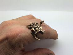 Hoi! Ik heb een geweldige listing gevonden op Etsy https://www.etsy.com/nl/listing/168932591/bronze-dragon-ring