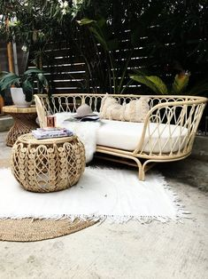 Charming Home Outdoor Sofa Design Ideas For Relaxing Place Resin Patio Furniture, Backyard Furniture, Home Furniture, Outdoor Furniture Sets, Furniture Design, Outdoor Decor, Antique Furniture, Furniture Ideas, Furniture Layout