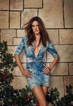 Alessandra Ambrosio, Vestidos Sexy, Jeans, Good Looking Women, Style Snaps, Celebrity Look, Celebrity Women, Tall Women, Beautiful Celebrities