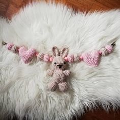 "Janne Nesland on Instagram: ""Vognpynt klare for nye eiere😍 #vognpynt #vognleke #hekledilla #babygave #hekle #baby #babyleke #virkat #crochet #bunny #heklethjerte…"" Crochet Necklace, Jewelry, Jewlery, Crochet Collar, Bijoux, Jewerly, Jewelery, Jewels, Accessories"