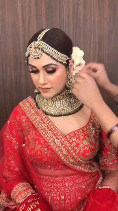 Indian Bridal Photos, Bride Indian, Indian Bridal Outfits, Indian Fashion Dresses, Indian Bridal Fashion, Indian Wedding Video, Indian Wedding Gowns, Bridal Dupatta, Pakistani Bridal Wear