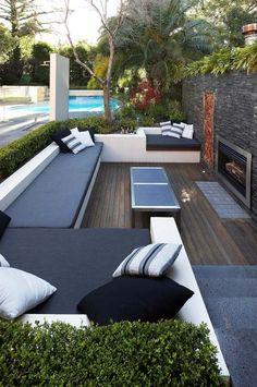 Lounge Möbel Set Outdoor Kamin Hecke Monochrome Sitzmöbel