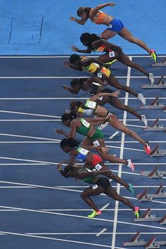 #RIO2016 Athletes compete in the Women's 100m Round 1 during the athletics event…