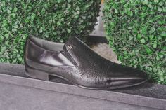 Moreschi Metz is crafted from buffed calfskin and peccary leather. The perfect combination of sophisticated business shoe, with the comfort and convenience of a loafer. New Shoes, Men's Shoes, Dress Shoes, Shoe Horn, Business Shoes, Shoe Tree, Italian Shoes, Goodyear Welt, Types Of Shoes