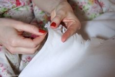 How to sew blanket stitch - 1 - Cherry Menlove Make Blanket, Blanket Stitch, Homemaking, Helpful Hints, Cherry, Embroidery, Sewing Ideas, Stitches, Crafts