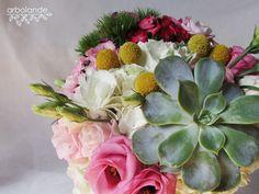 Arbolande: El ramo de María: un ramo de novia original. Ramo de novia de colores vivos con hortensia, lisianthus, craspedias, clavel del poeta y suculenta.