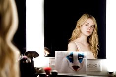 Elle Fanning in The Neon Demon Demon Art, Karl Glusman, The Neon Demon, Fanning Sisters, Dakota And Elle Fanning, Sucker Punch, Moving To Los Angeles, Image Archive, Cinema Movies