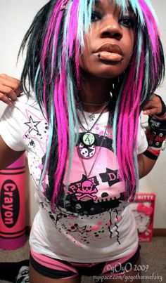 We've gathered our favorite ideas for Hair Is Emo, Explore our list of popular images of Hair Is Emo in scene girls with turquoise hair. Bright Blue Hair, Purple Hair, Pink Blue, Black Scene Girls, Turquoise Hair Dye, Directions Hair Dye, Ibuki Mioda, Scene Kids, Black Goth