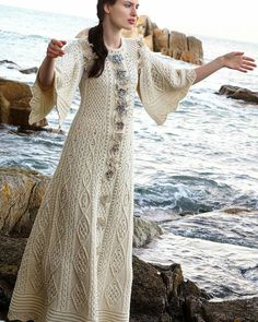 A La Russe  #knitdress #dresscrochet #dress #knit #knitting #yarnart #artesanato #inspiration #handmade #autumn #vestidotricot #vestido #вяжуспицами #связаноспицами #вязание #вяжусама #рукоделие #осень #платьеспицами #платье #вдохновение