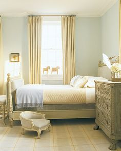 These home design ideas for bedrooms offer inspiration for redecorating your room. From sleek and modern to rich and traditional bedroom sets, you& love these perfectly curated spaces. Girls Bedroom, Bedroom Sets, Home Bedroom, Bedroom Decor, Master Bedroom, Awesome Bedrooms, Beautiful Bedrooms, Interior Exterior, Interior Design