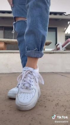 Jeans Outfit Winter, Outfit Jeans, Winter Fashion Outfits, Fall Outfits, Cute Ripped Jeans Outfit, Mom Jeans Outfit Summer, Ripped Mom Jeans, Jeans Boyfriend, Cuffed Jeans