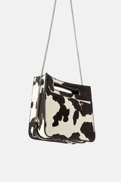 Leather crossbody bag in a combination of colors. Front pocket with magnetic closure. Chain shoulder strap with comfort strap. Lined interior. Big Purses, Purses And Handbags, Collection Zara, Cow Print, Evening Bags, Leather Crossbody Bag, United Kingdom, Shoulder Strap, Satchel