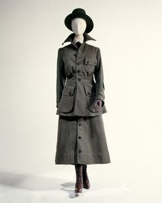 1917 Uniform, Abercrombie & Fitch via The Metropolitan Museum of Art (no info on. 1917 Uniform, Abercrombie & Fitch via The Metropolitan Museum of Art (no info on what type of uniform this is). Source by barbsmith. Edwardian Era, Edwardian Fashion, Vintage Fashion, Victorian, Historical Costume, Historical Clothing, Art Clothing, Retro Clothing, 40s Mode