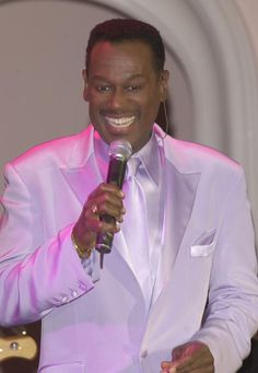 Why Luther Vandross Is One of the Greatest Vocalists of All-Time: February 1992 - Two Grammy Awards Soul Music, My Music, Indie Music, Black Music Artists, Nova Jersey, Soul Singers, Old School Music, Singing Career, Hip Hop And R&b