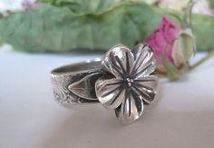 Pretty flower ring