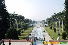 Know About 7 Most #Famous_Gardens In #India  India is a beautiful country and one of its beauty features includes its gardens. It has many famous gardens spread over all states in India. These gardens are famous because of some unique features or some historical reasons. Let's discuss some of the gardens: