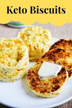 Low Carb Recipes You can make these low carb biscuits in under 3 minutes to go with any keto meal or just as an afternoon snack. - You can make these low carb biscuits in under 3 minutes to go with any keto meal or just as an afternoon snack. Healthy Lunch For School, Healthy Afternoon Snacks, Healthy Recipes, Low Carb Recipes, Diabetic Recipes, Bread Recipes, Baking Recipes, Low Carb Breakfast, Breakfast Recipes