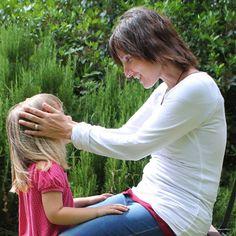 Por Tamara Chubarovsky Si decimos que hay palabras y maneras de hablar que matan, que hieren, que enferman y que condicionan negativamente el desarrollo del niño, es que también hay palabra y man...