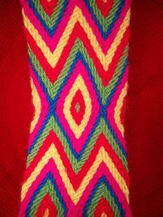 wayuu tejido #asonia #ply-split braiding Tapestry Bag, Tapestry Crochet, Crochet Stitches, Crochet Patterns, Finger Weaving, Boho Bags, Fiber Art, Braids, Textiles