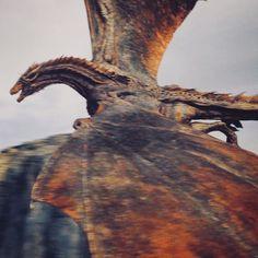 Game of Thrones : Drogon and Daenerys Targaryen Watch Game Of Thrones, Game Of Thrones Dragons, Got Dragons, Game Of Thrones Quotes, Game Of Thrones Fans, Mother Of Dragons, Drogon Game Of Thrones, Httyd Dragons, Fantasy Creatures