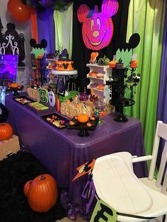 AandAevents_'s Birthday / Mickey Mouse - Photo Gallery at Catch My Party Halloween Theme Birthday, Halloween 1st Birthdays, Disney Halloween Parties, Mickey First Birthday, Minnie Mouse Halloween, Birthday Party Themes, Disneyland Halloween, Halloween 2020, Scary Halloween