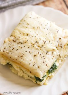Cheesy Spinach Alfredo Lasagna - this dish is filled with cheese and spinach and has alfredo sauce used through out. It's our new favorite way to enjoy Lasagna! @ragusauce #saucesome