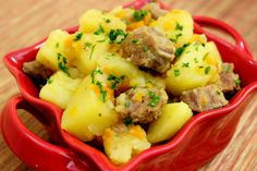 Mom's Braised Potatoes are the secret to a quick one pan family dinner. With tender potatoes and meat, the carrots and onions giving it a hearty flavor. Russian Dishes, Russian Recipes, Ukrainian Recipes, I Love Food, Good Food, Yummy Food, Cooking Together, Food Pictures, Food Inspiration