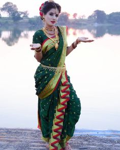Indian Wedding Photography Poses, Photography Poses Women, Beautiful Indian Brides, Beautiful Girl Image, Marathi Bride, Marathi Nath, Marathi Saree, Bridal Sarees South Indian, Nauvari Saree
