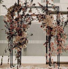 Floral Wedding, Wedding Colors, Wedding Bouquets, Wedding Styles, Wedding Flowers, Wedding Centerpieces, Arco Floral, Decoration Evenementielle, Wedding Altars