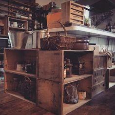 女性で、のリメイク/りんご箱/手作り/器/古道具/DIY…などについてのインテリア実例を紹介。「 りんご箱 奥行があってとてもいい♡ しかし物が減りません。。」(この写真は 2015-11-19 14:15:14 に共有されました)