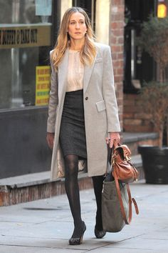 """Actress Sarah Jessica Parker films a scene of her movie """"I Don't Know How She Does It"""" in lower Manhattan.  (February 7, 2011 -"""