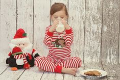 Christmas pictures to do with your children. Milk and cookies photo shoot.