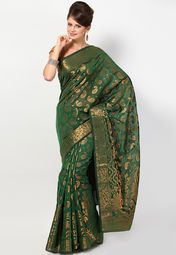this green coloured saree from the house of Bunkar. Made of georgette, this saree ensures a great fall. Easy to drape and maintain, this saree is an ideal regular wear. This saree measures 5.5 m and it comes with a 0.80 m blouse piece.