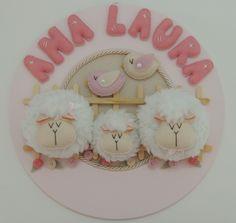 Quadrinho porta maternidade com linda família de ovelhas! Há como alterar cores. Medida aproximada: 32,5cm de diâmetro.