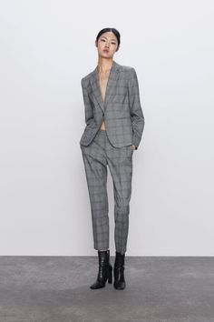 Blazer with a lapel collar and long sleeves. Featuring front double welt pockets, a back vent and single-button fastening in the front. HEIGHT OF MODEL: 177 cm. Zara Suits, Blazers, Zara Home Stores, Plaid Blazer, Office Outfits, Costumes For Women, Mannequin, Capsule Wardrobe, Normcore