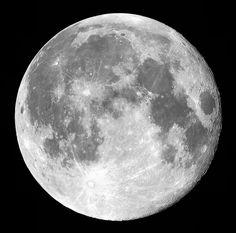 Saviez-vous que vous pouviez faire un voyage sur la Lune en enfilant un simple masque? Découvrez ce objet disponible en vente sur jotre site dès son ouverture
