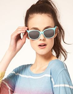 Wanted: Turquoise Sunnies, THAT T-shirt and Miami Beach