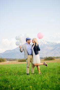 Lichtmädchen Fotografie | Pärchen, Paarfotos, Couple, Engagement, in love, verliebt, Frühling, Spring, Balloons, outdoor, Alpen, Berge, Bavaria, Bayern