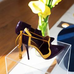 Avec des lis jaune. #Exclusive #Preview #MaloneSouliers #SS15 at #PFW. For more exclusives follow Malone Souliers on facebook.com/malonesouliers twitter.com/malonesouliers pinterest.com/malonesouliers #elegance #refinement #ParisShowroom #fashion #style #luxury #shoes #yellow #jaune