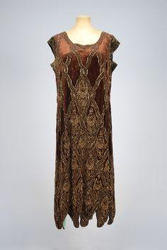 LOT 646  BEADED VELVET DINNER DRESS, 1920s.