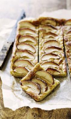 Pannari kookosmaidolla ja omenanviipaleilla. Täydellistä! | Meillä kotona Mama Recipe, Yams, Something Sweet, Sweet And Salty, Apple Pie, Food Styling, Baked Goods, Sweet Treats, Food And Drink
