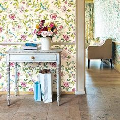 Console tables are great pieces for modern foyer decorating