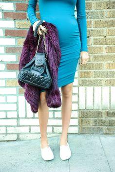 revolve-clothing_teal-blq-longsleeve-jersey-cotton-dress-purple-fur-coat-keds-chanel-bucket-bag_pregnant blogger_pregnant street style_pregnant style